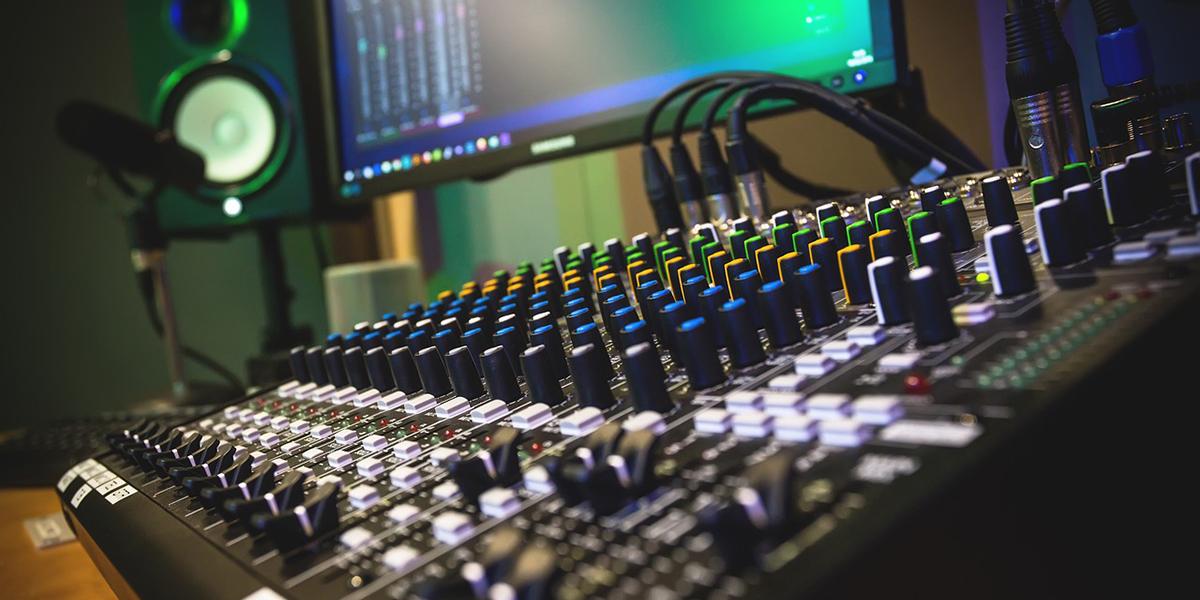 【商用可能】著作権フリー 企業担当者が安心して使える動画BGMの音源サービス12選