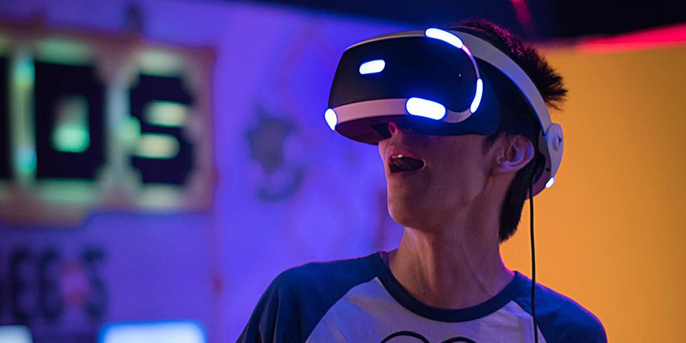 VR(仮想現実)とは?VR動画の活用例とおすすめ動画